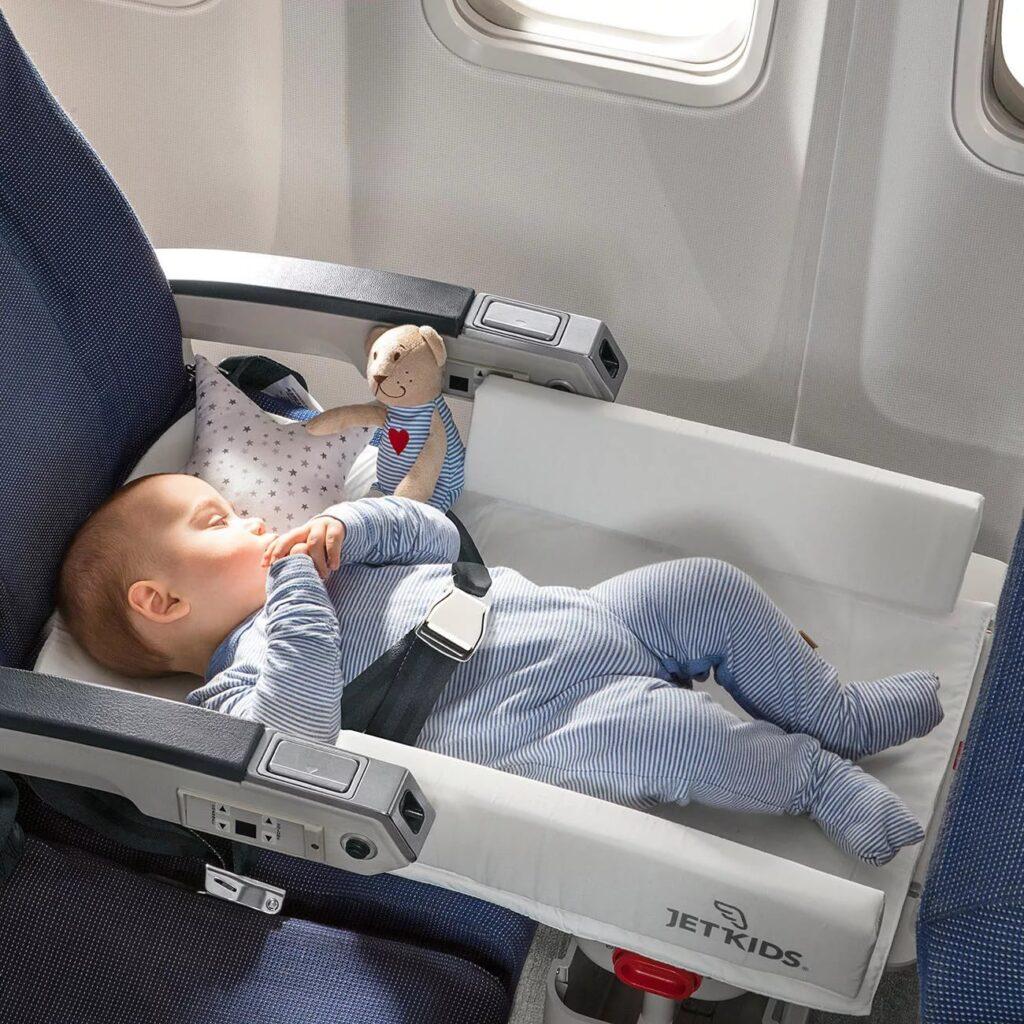В самолете с грудничком