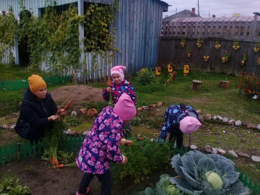 Личный огород с ребенком