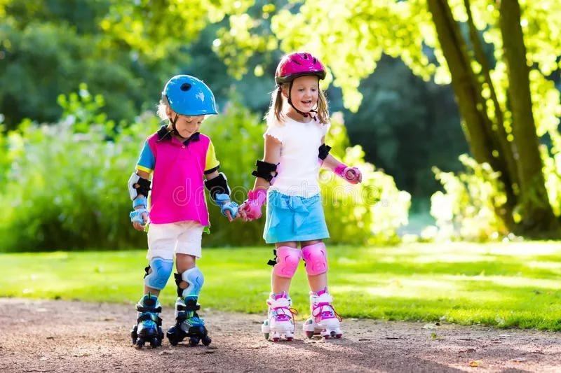 Научите ребенка кататься на роликах