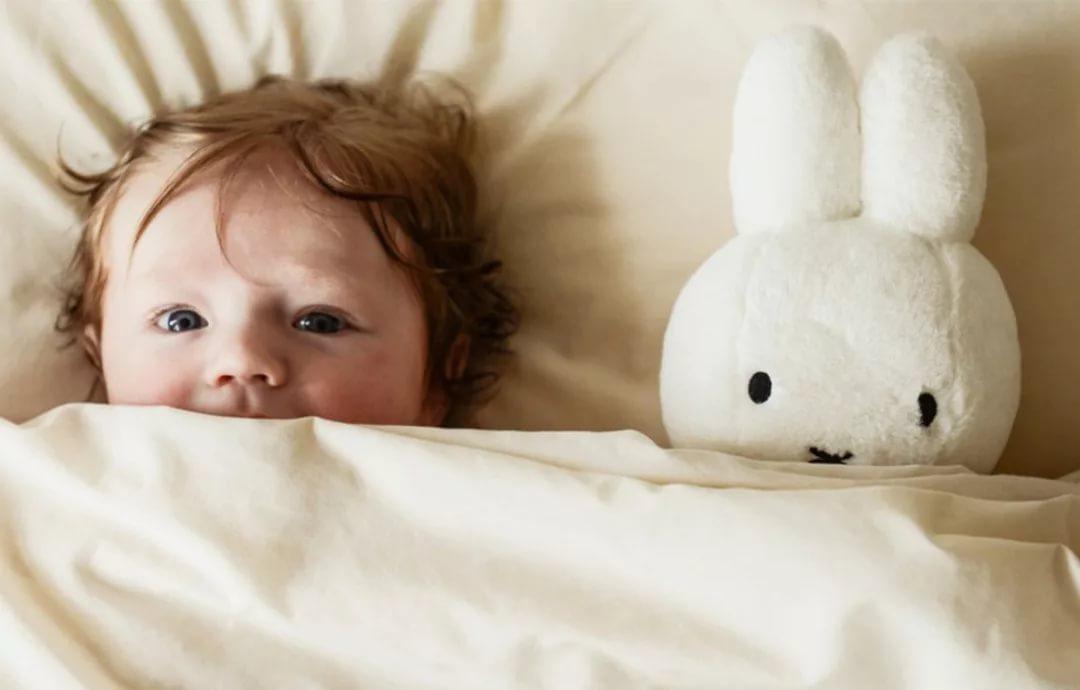 Ребенок боится спать один. Что делать родителям