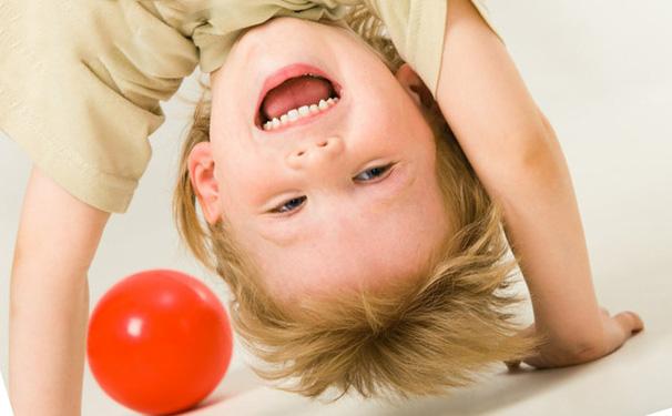 Как успокоить гиперактивного ребенка?