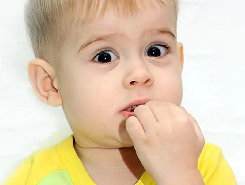 Ребенок грызет ногти что делать