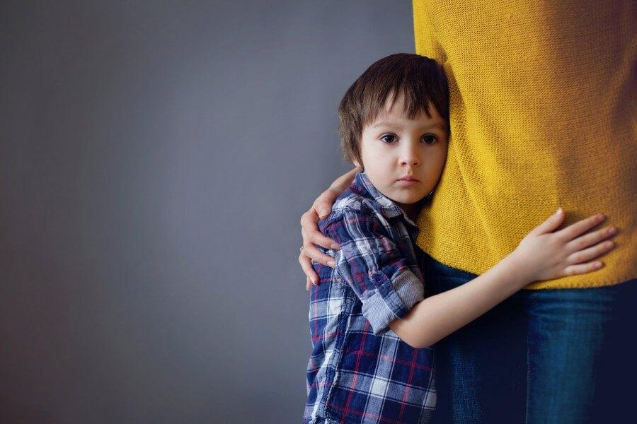 Застенчивость у ребенка