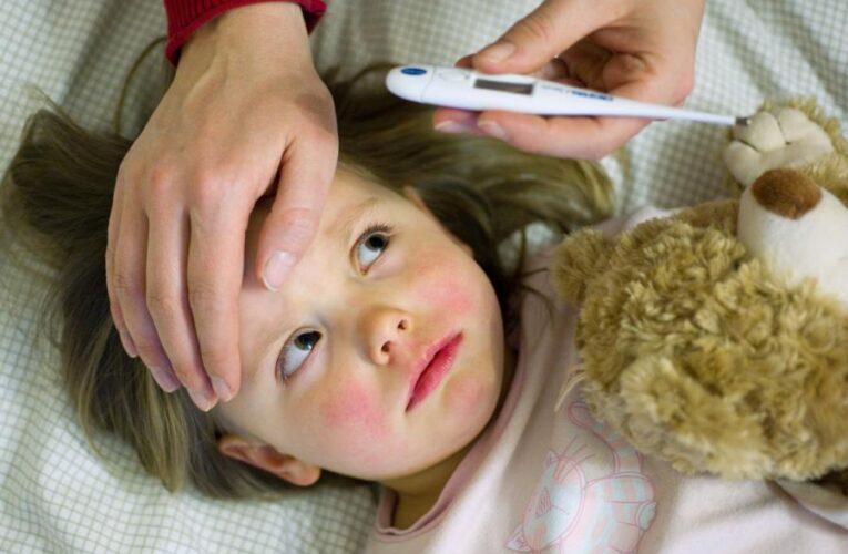 Высокая температура у ребёнка: причины, признаки и что делать родителям
